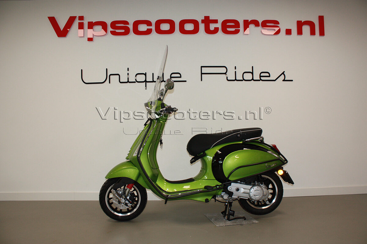 Vespa Sprint Verde Metallico Chrome Black