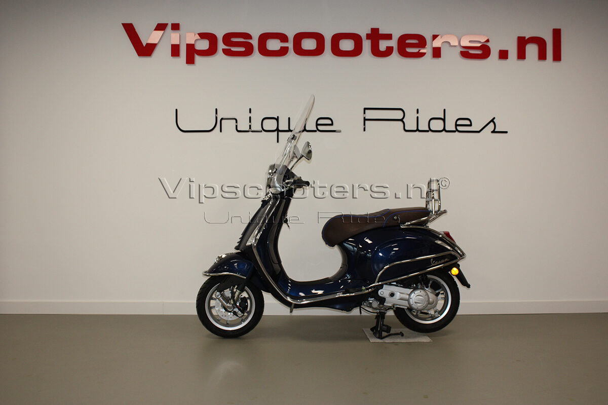 Vespa Primavera Blue Midnight Chrome