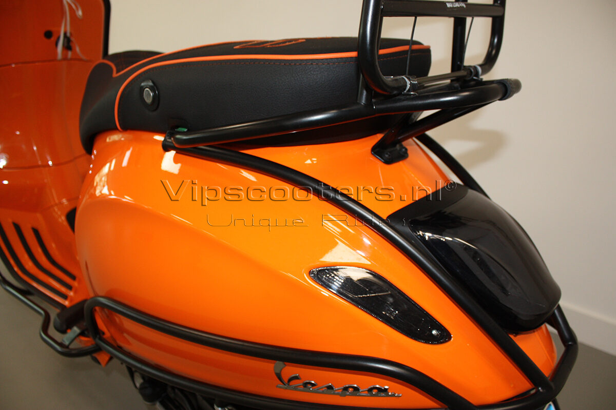Vespa Sprint Orange Pastello Mat Black 3