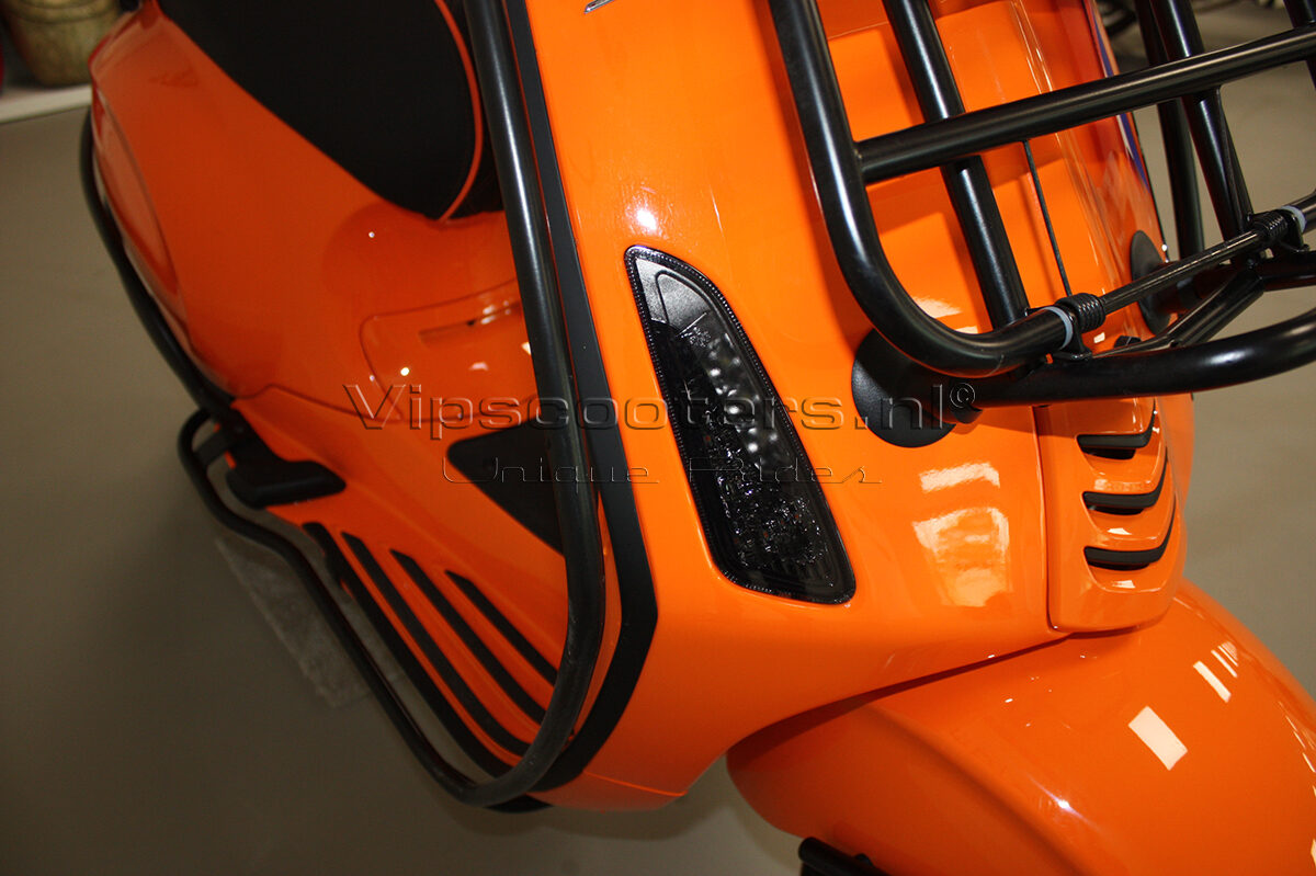 Vespa Sprint Orange Pastello Mat Black 6