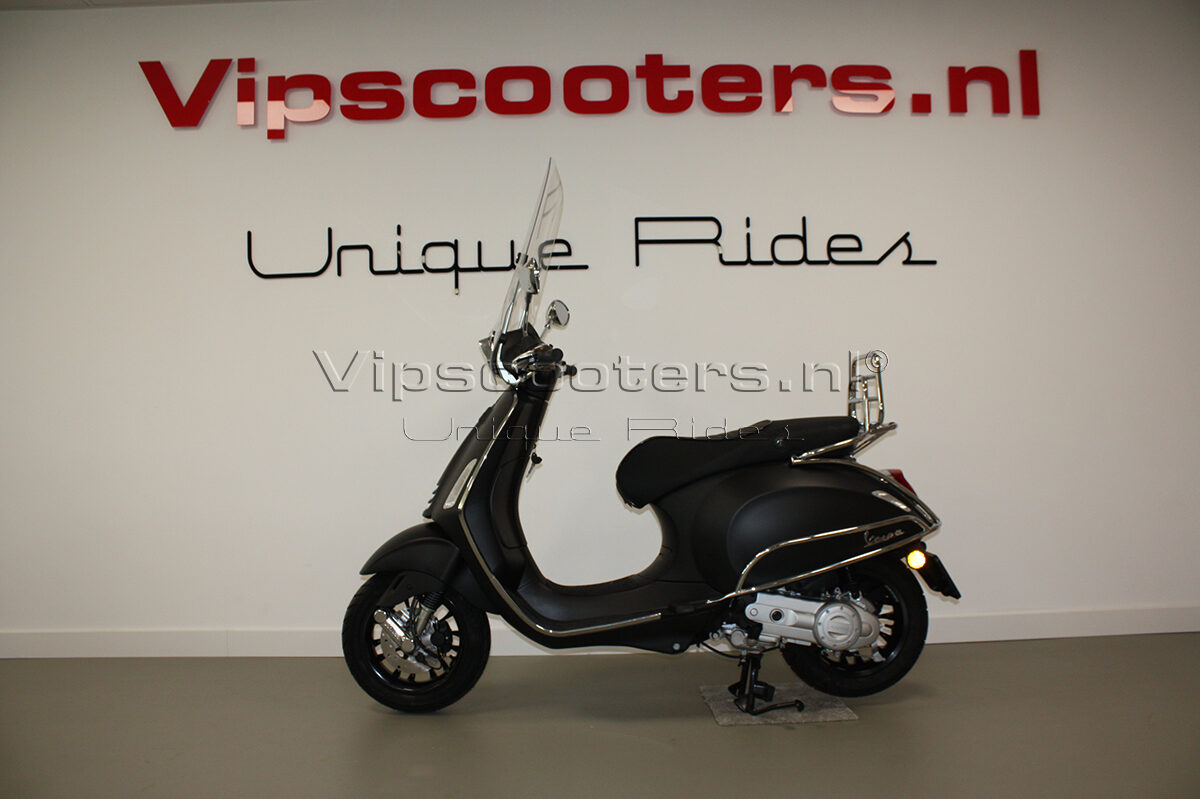 Vespa Sprint Notte Nero Opaco Chrome