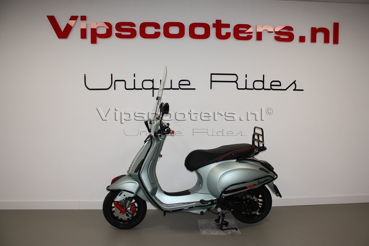 Vespa Sprint Opaco Ice Blue Metallico Red Glossy Black