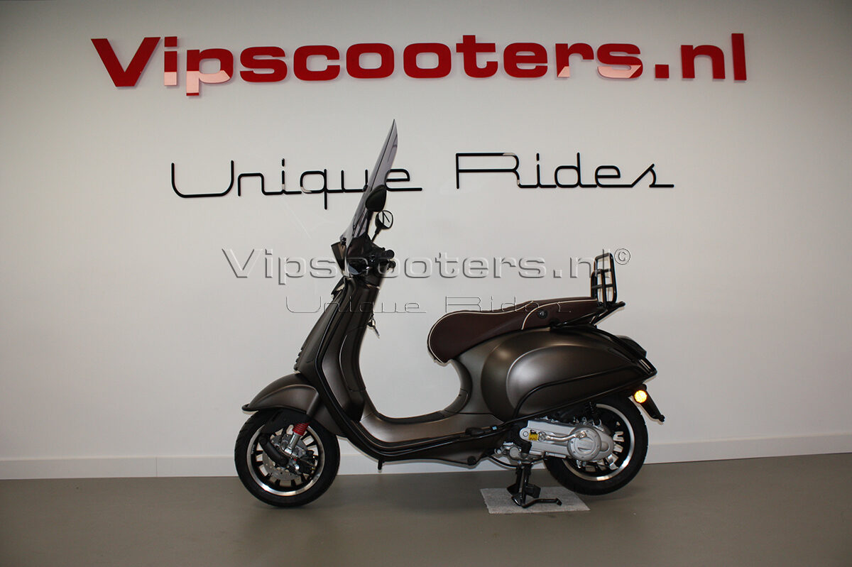 Vespa Sprint Opaco Marrone Metallico Mat Black 2