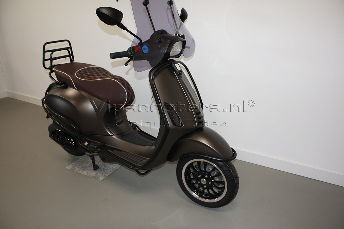 Vespa Sprint Opaco Marrone Metallico Mat Black 16