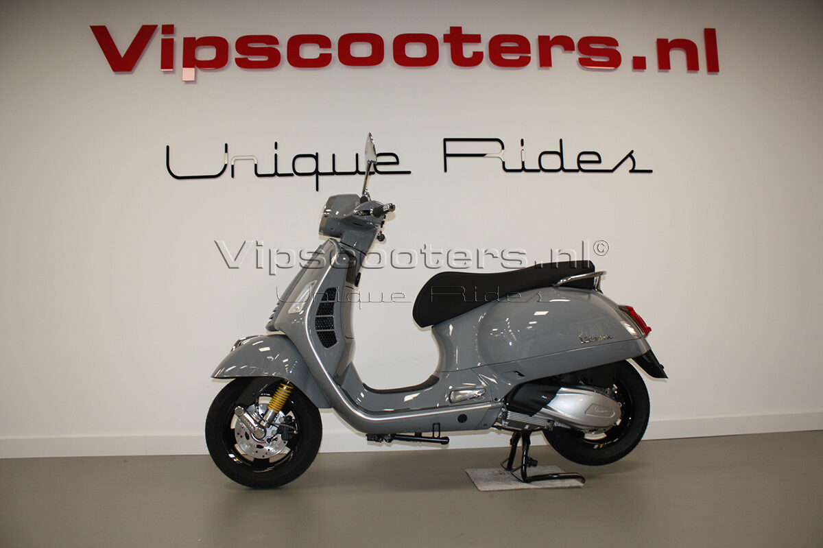 Vespa GTS Super Tech  Grigio Lucido NEW 2019