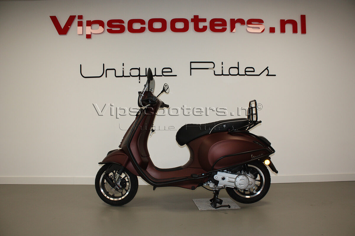 Vespa Primavera 50TH Anniversary Marrone Mat Black 1