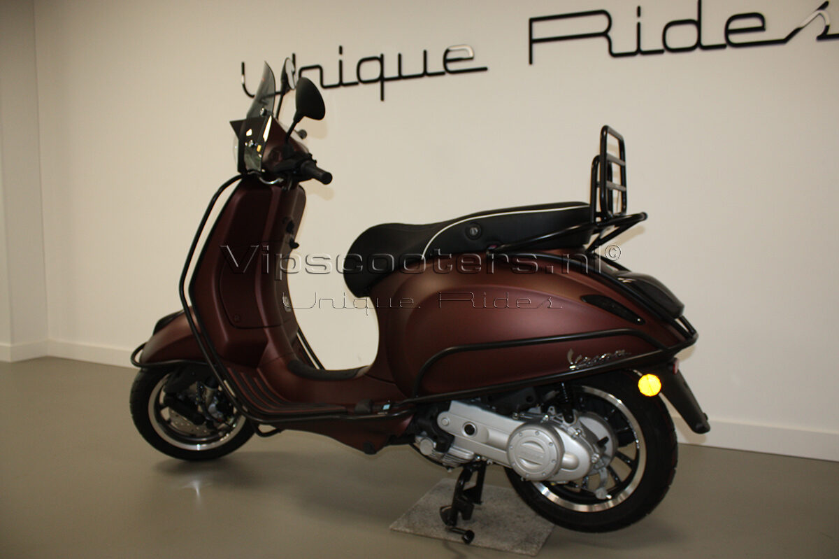 Vespa Primavera 50TH Anniversary Marrone Mat Black 16