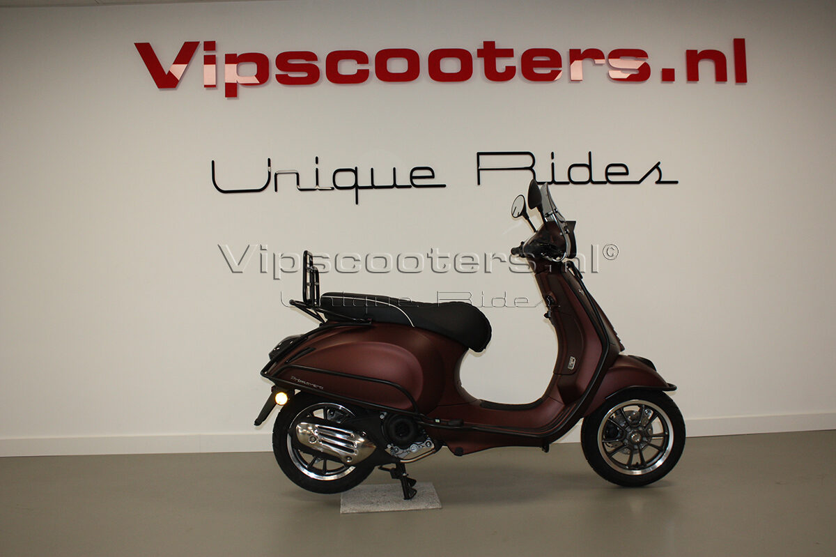 Vespa Primavera 50TH Anniversary Marrone Mat Black 19