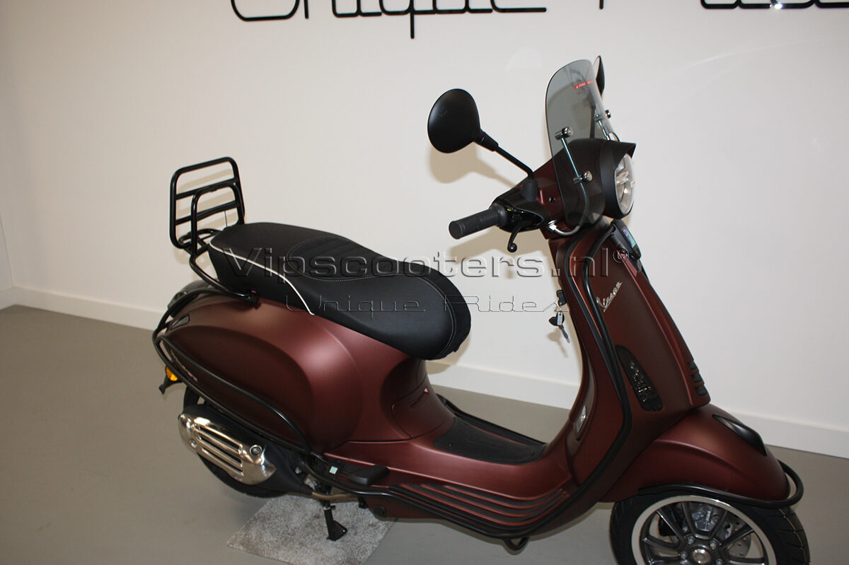 Vespa Primavera 50TH Anniversary Marrone Mat Black 21