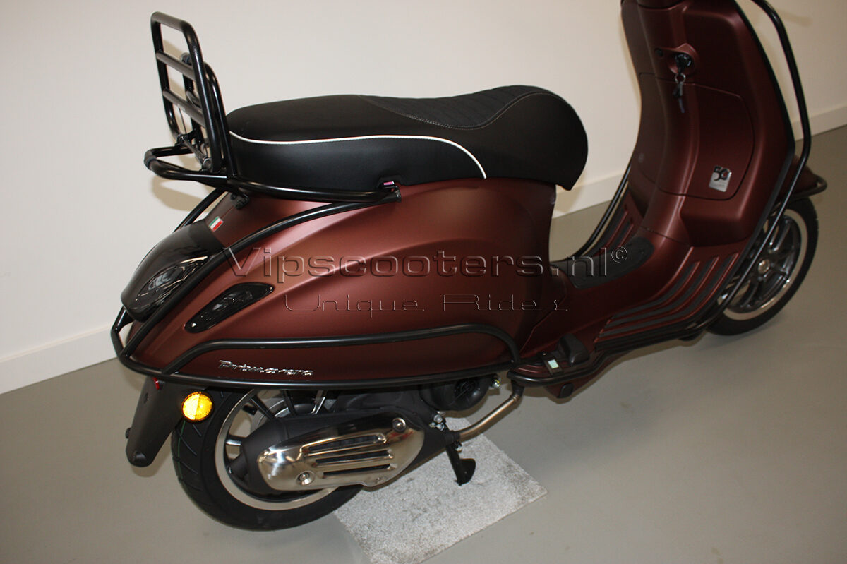 Vespa Primavera 50TH Anniversary Marrone Mat Black 24