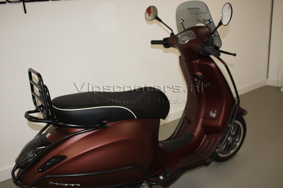 Vespa Primavera 50TH Anniversary Marrone Mat Black 25