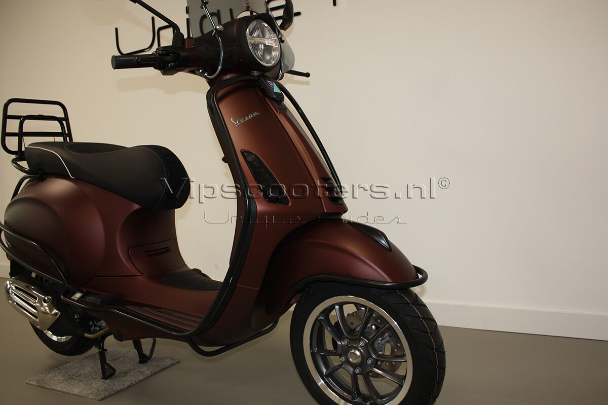 Vespa Primavera 50TH Anniversary Marrone Mat Black 27