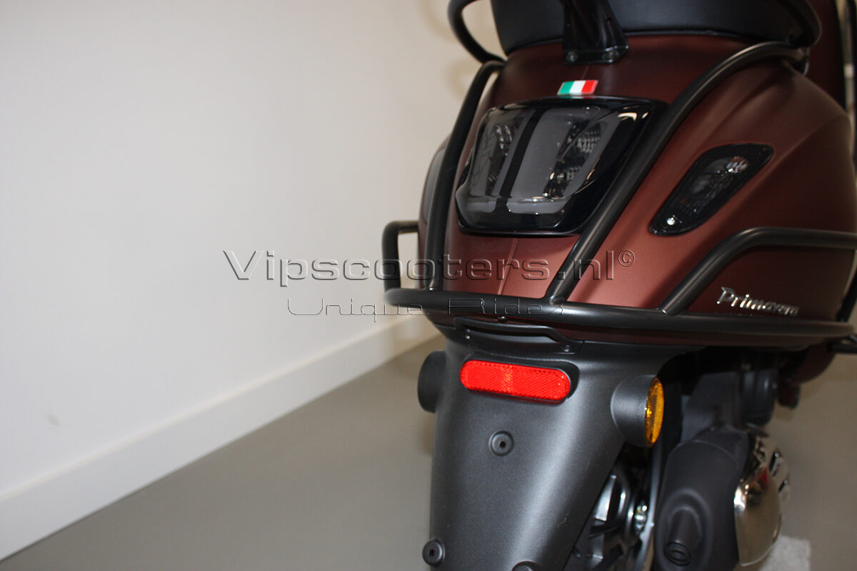Vespa Primavera 50TH Anniversary Marrone Mat Black 28
