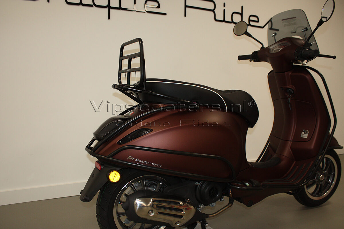 Vespa Primavera 50TH Anniversary Marrone Mat Black 29