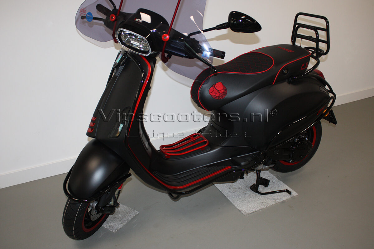 Vespa Sprint Notte Glossy Black Red Metallico 2