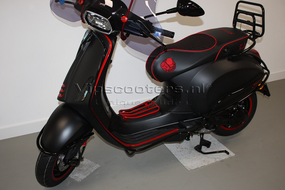 Vespa Sprint Notte Glossy Black Red Metallico 3