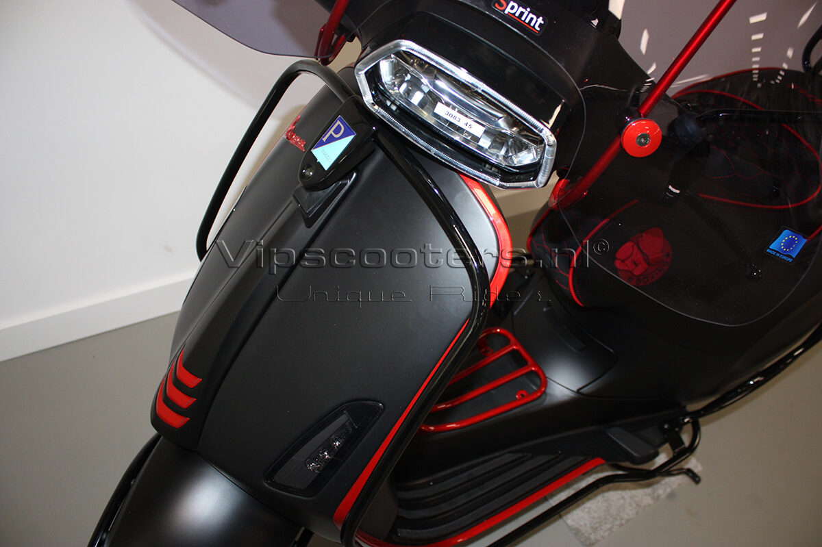 Vespa Sprint Notte Glossy Black Red Metallico 29