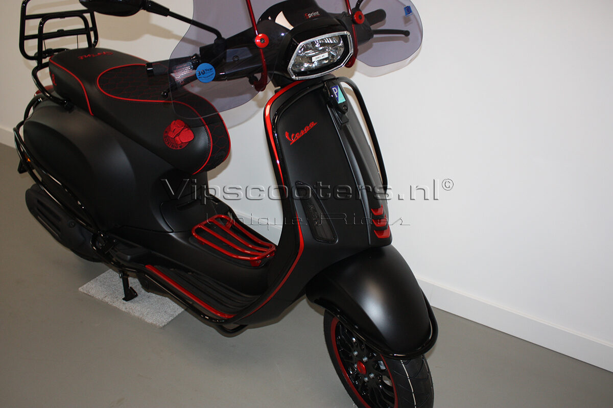 Vespa Sprint Notte Glossy Black Red Metallico 31