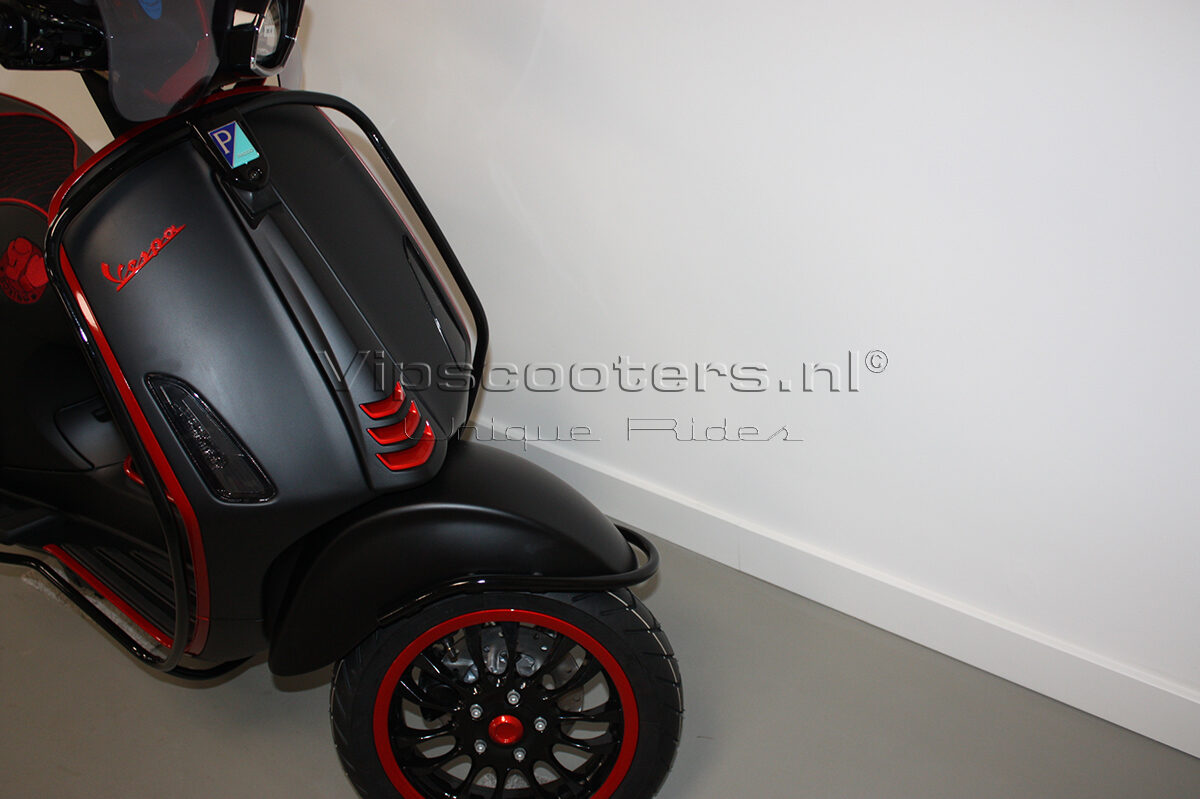 Vespa Sprint Notte Glossy Black Red Metallico 33