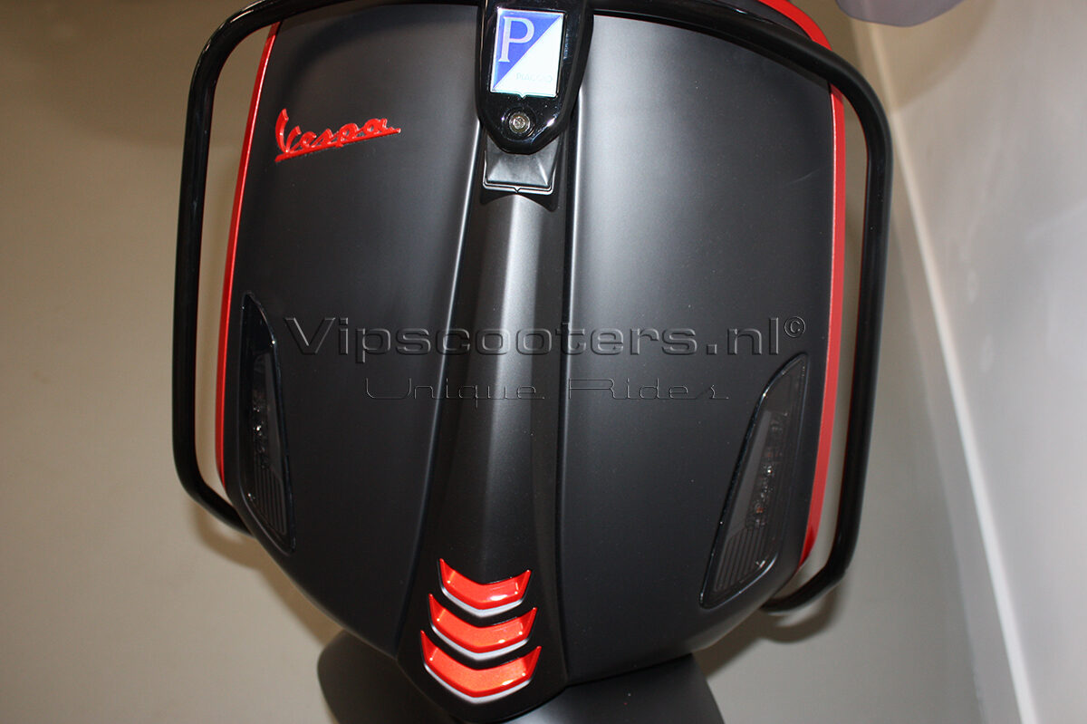 Vespa Sprint Notte Glossy Black Red Metallico 34