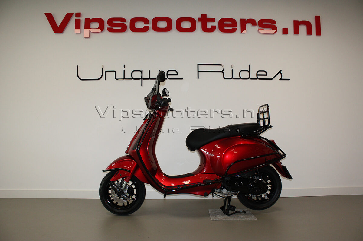 Vespa Sprint Apple Candy Red Carbon Glossy Black