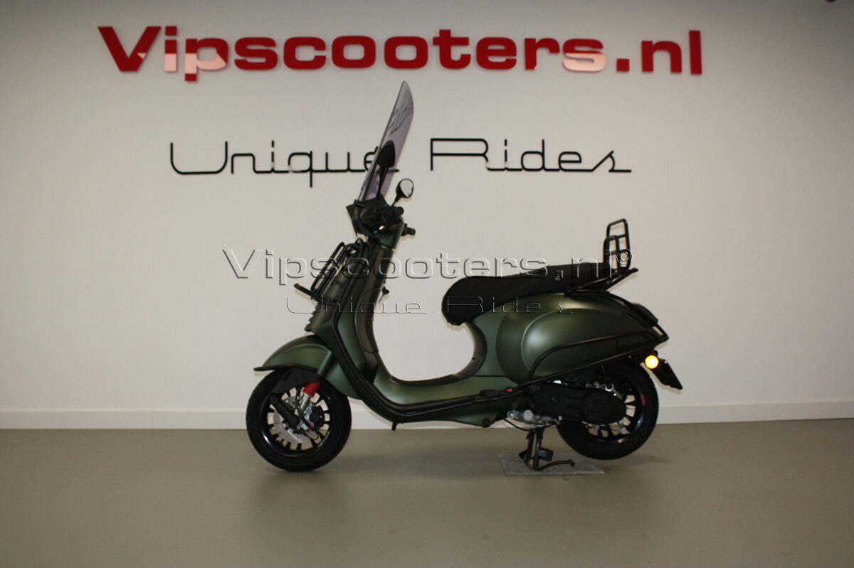 Vespa Sprint Opaco Candy Green Mat Black