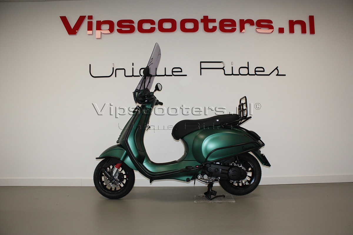 Vespa Sprint Opaco Army Green Mat Black Carbon